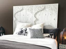 lit pour chambre relookez votre chambre avec une tête de lit originale le déco