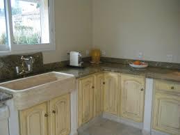 evier de cuisine en granite cuisine granit en brasilia gold et evier en travertin