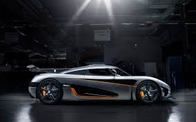 koenigsegg rain video how koenigsegg makes 280 mph capable carbon fiber