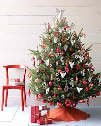 christmas tree themes and decorations traditional and unusual