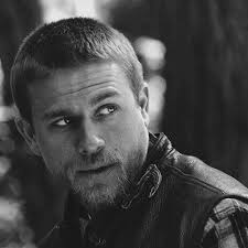 how to get the jax teller hair look jax teller hair jax teller charlie hunnam and famous men