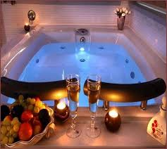 bathroom bathtub for two with decorative flowers candles
