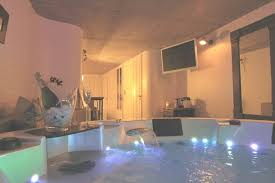 chambre avec bain a remous hotel avec bain a remous dans la chambre un week end romantique avec