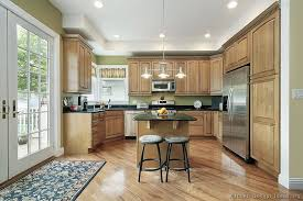 Light Wood Kitchen Cabinets by Traditional Light Wood Kitchen Cabinets 173 Kitchen Design Ideas