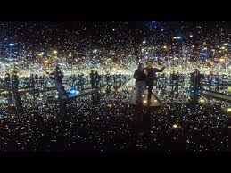 new museum light exhibit yayoi kusama infinity mirrors exhibition hirshhorn museum