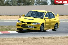 mitsubishi street racing cars mitsubishi lancer evo viii at performance car of the year 2005