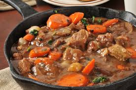 cuisiner le boeuf bourguignon bœuf bourguignon aux petits oignons une recette de plat facile