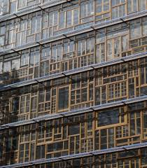 siege europeen réemploi de chassis de fenêtres pour la construction du siège du