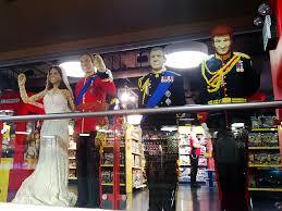 royal family at hamleys quest for bricks