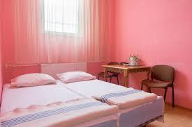 la chambre du sexe en images dans les chambres de visite conjugale des prisons roumaines