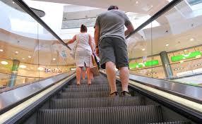 handlauf treppe darum ist der handlauf einer rolltreppe schneller als die treppe