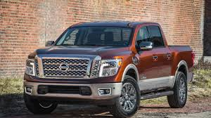 Nissan Titan Grill The 2017 Nissan Titan Crew Cab Is The Baby Titan With A Big V8