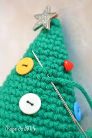 crochet christmas tree with buttons pops de milk