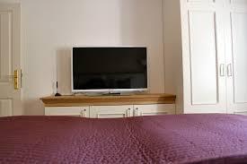 Wohnzimmerschrank Fernseher Versteckt Baigy Com Treppe Design Fliesen