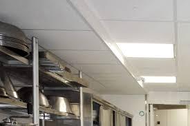 faux plafond cuisine professionnelle dalle pour plafond suspendu intressant dalle plafond pour