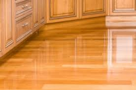 is it to keep shiny laminate floors clean