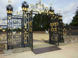 choice of gate designs for private house and garage wooden design