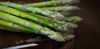 comment cuisiner des asperges fraiches cuisson des asperges comment les cuire et les préparer aux fourneaux
