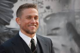 how to get thecharlie hunnam haircut will charlie hunnam be on game of thrones popsugar celebrity