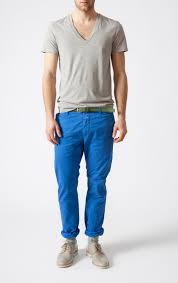 what goes well with blue mantomeasure what to wear with light blue chinos