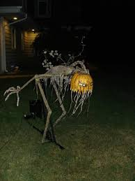 How To Make A Haunted Maze In Your Backyard Hilarious Skeleton Decorations For Your Yard On Halloween