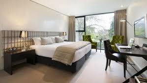 schlafzimmer mit eingebautem schreibtisch schreibtisch schlafzimmer forafrica