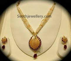 gold pendant fashion necklace images Pearls mala with gold pendant set jewellery designs jpg