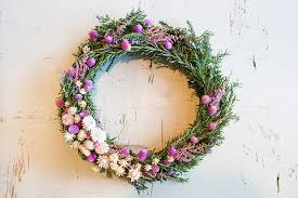 Holiday Wreath Diy 4 Gorgeous Holiday Flower Wreaths Lauren Conrad