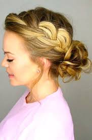 easy messy buns for shoulder length hair unique easy messy bun hairstyles for medium length hair pinwheel