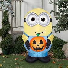 amazon com halloween inflatable minion dave holding pumpkin by