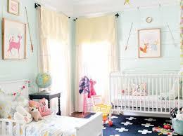 aménager la chambre de bébé leçon de déco comment aménager une chambre partagée par bébé et l