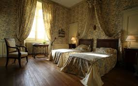 chambre de chateau château de beaujeu reconstruit en 1566 de 3 chambres à sens beaujeu