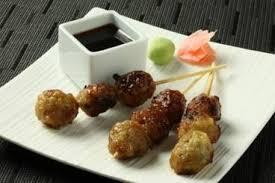 cuisiner avec du gingembre recette de yakitori de poulet oignons et gingembre facile et rapide
