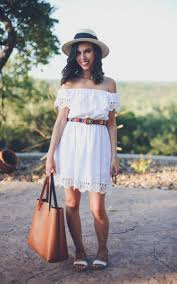 Design Blogger Livvyland Austin Fashion And Style Blogger 11 Off The Shoulder Looks To Try Right Now The Everygirl