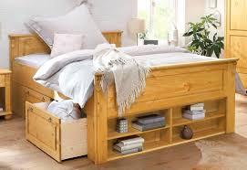 Schlafzimmer Gross Einrichten Bett Aus Baumstammen Schlafzimmer Dekorieren Weiaes Bett