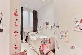 odeur chambre envie d une peinture pour la chambre du bébé sans odeur et d un