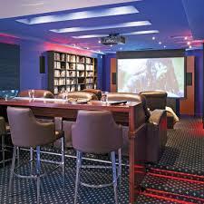 idee deco bar maison cinéma maison au sous sol salon inspirations décoration et