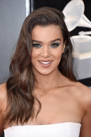 hair makeup hailee steinfeld s hair and makeup at the grammys 2018 popsugar