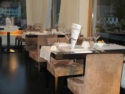oignon chambre b la salle du restaurant tables alignées en rang d oignon photo