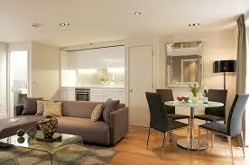 sofa esstisch wohnzimmer einrichten kompakt gestalten graues sofa rudner