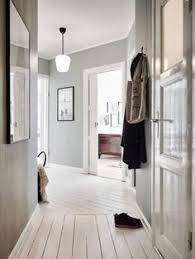 help for a long boring hallway and what not to do hallways