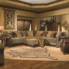 Huntington House Ryan Traditional Sectional Sofa With Nailhead