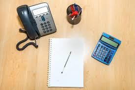 bureau des finances bureau des finances avec ordinateur portable photographie