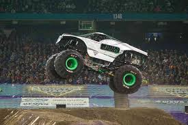 grave digger monster truck schedule alien invasion grave digger coming to 2016 monster jam manila