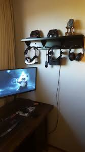 Entry Shelf Entry Shelf Becomes Storage Rack For Vr Headsets Oculus Rift And