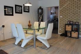 sala da pranzo moderne sala da pranzo con sedie moderne â foto stock â jakubcejpek 2308127