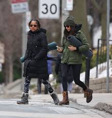 Meghan Markle Toronto Home by Meghan Markle With Her Mom Going To Yoga In Toronto