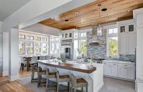 idee carrelage cuisine la cuisine blanche et bois en 102 photos inspirantes archzine fr