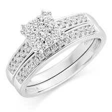 18ct white gold diamond engagement and wedding ring set 0000214