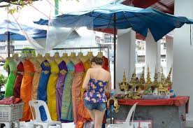 dress code for ladies picture of temple of dawn wat arun